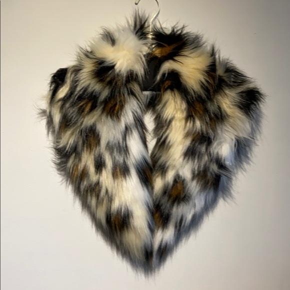 ZARA faux fur collar